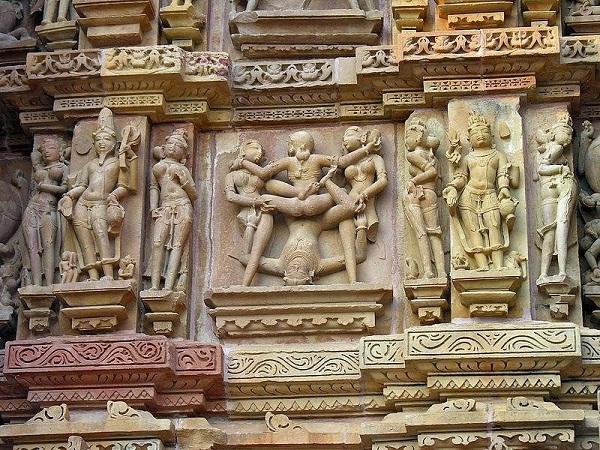 etalhe externo do Templo Kandariya Mahadeva - Arte indiana