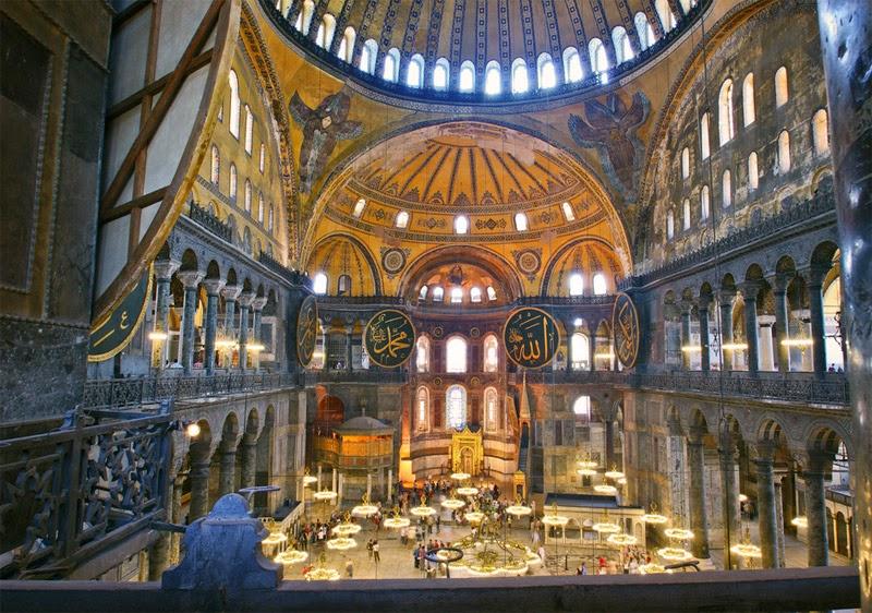 Interior da Basílica de Santa Sofia - Arte Bizantina
