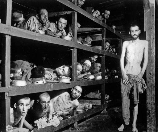Os campos de concentração nazistas era um exemplo do termo barbárie