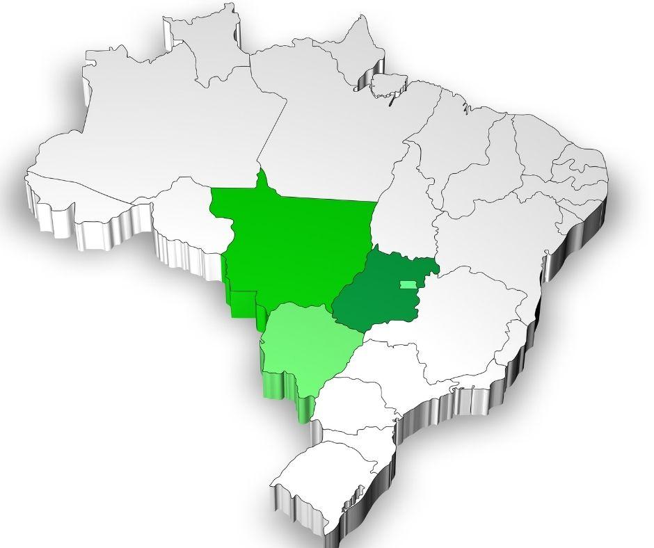 Mapa político do Brasil com a Região Centro-oeste destacada em verde.