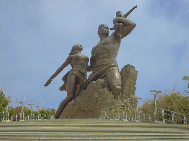 Monumento da Renascença Africana que simboliza a resistência africana, em Dakar, no Senegal.