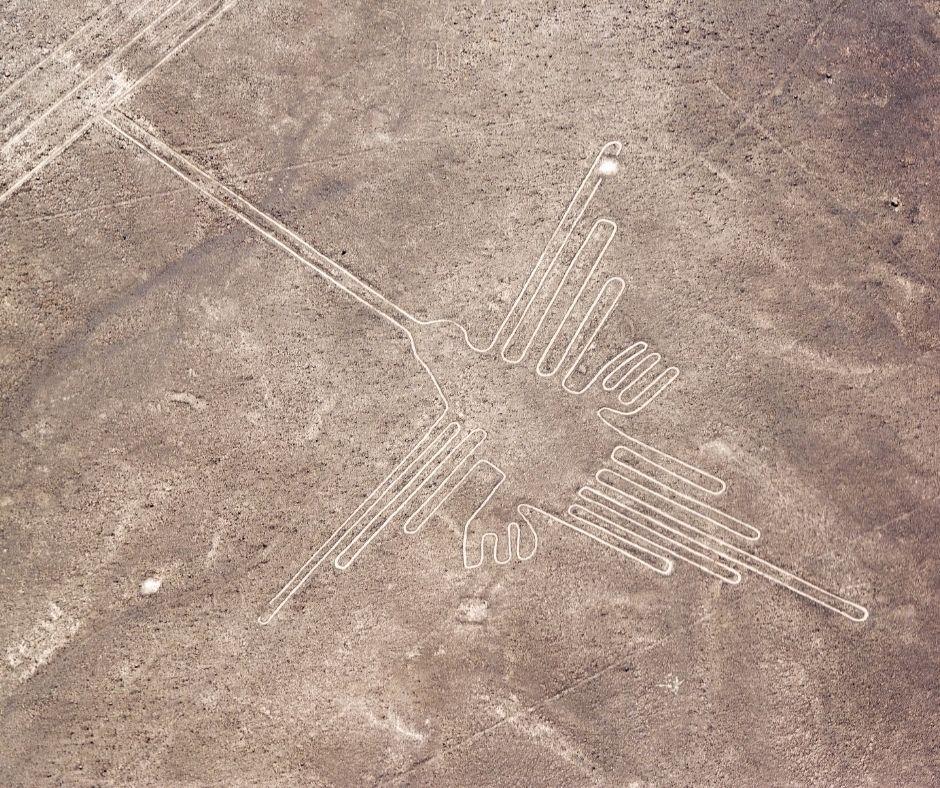 Fotografia de uma das famosas linhas de Nazca representando um beija-flor. A principal temática da arte pré-colombiana eram os pássaros. Fonte da imagem: Jkraft5