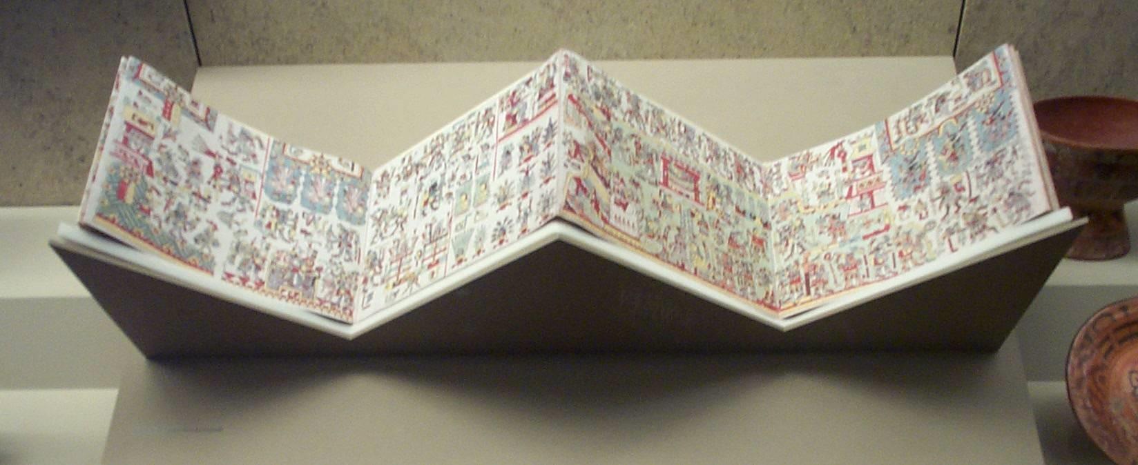 Fotografia do códice Zouche-Nuttal da era pré-colombiana exposto no Museu Britânico, em Londres. Fonte: Wikipedia.