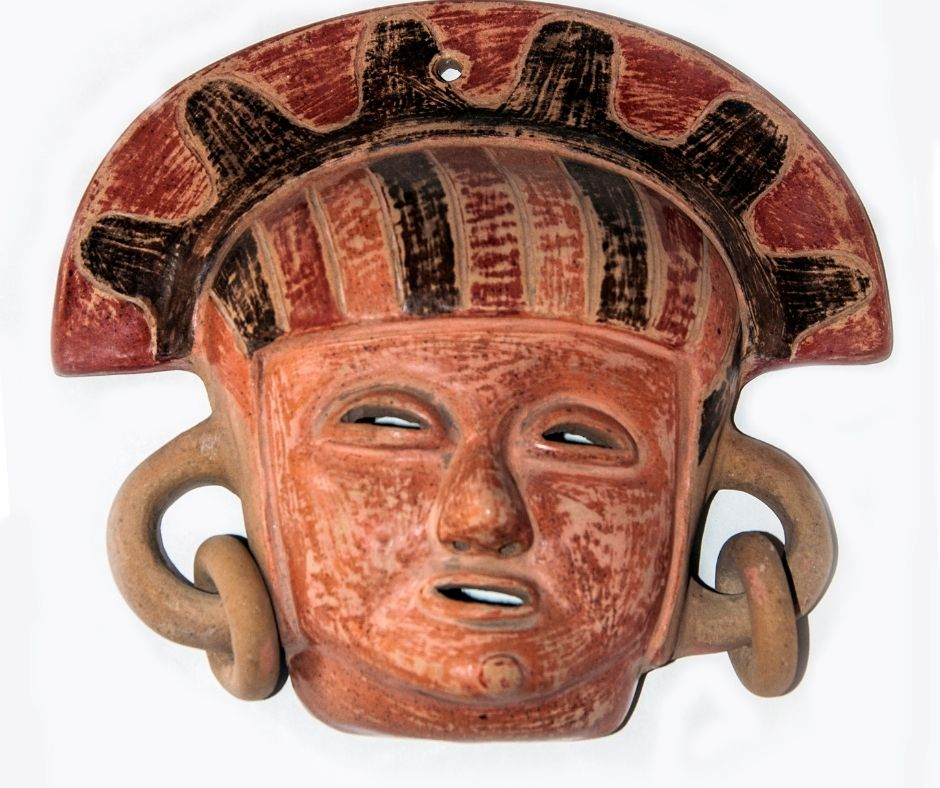 Máscara Inca pré-colombiana feita de argila. Fonte: Getty Images.