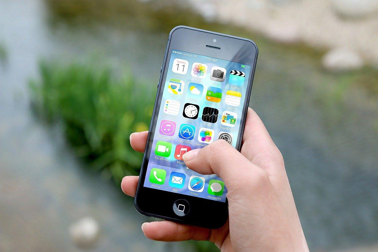 As mídias digitais são consideradas um mediador entre as pessoas e a sociedade.