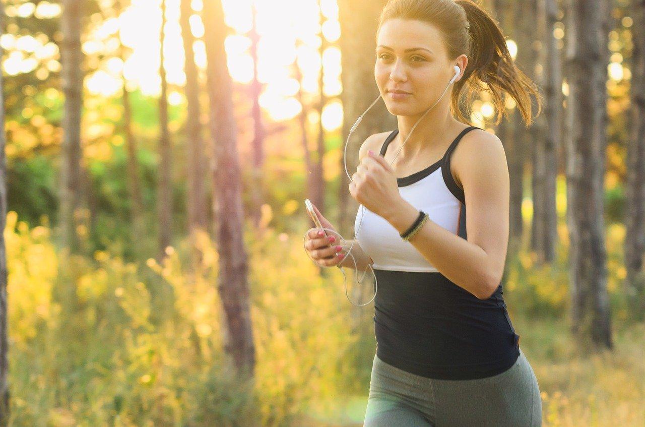 Hoje em dias as mídias digitais influenciam cada vez mais a aderência e adesão na prática de atividades físicas.