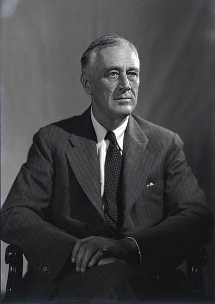 Retrato em preto e branco de Franklin Delano Roosevelt, de 1944, por Leon A. Perskie New Deal