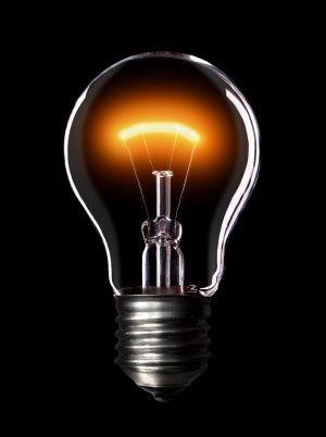 Lâmpada incandescente, a potência dissipada na lâmpada, pelo efeito Joule, a leva a aquecer e emitir luz.